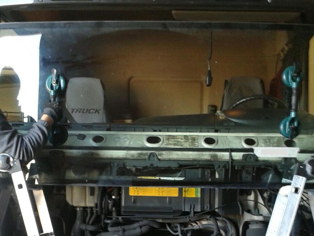 Sostituzione vetro camion